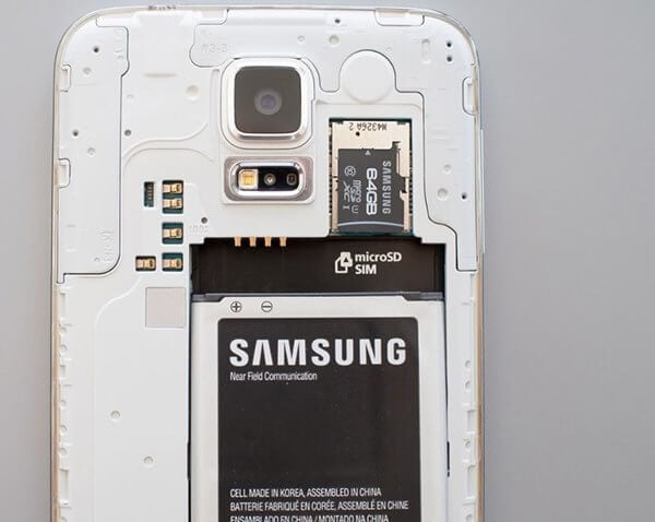 insert SD card in Samsung