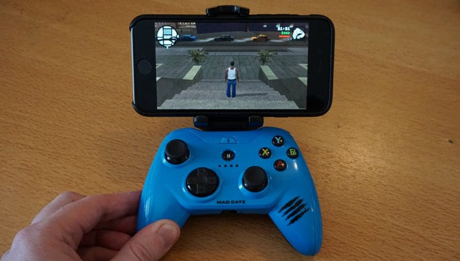 How to Play iPad Games with iPhone Controller